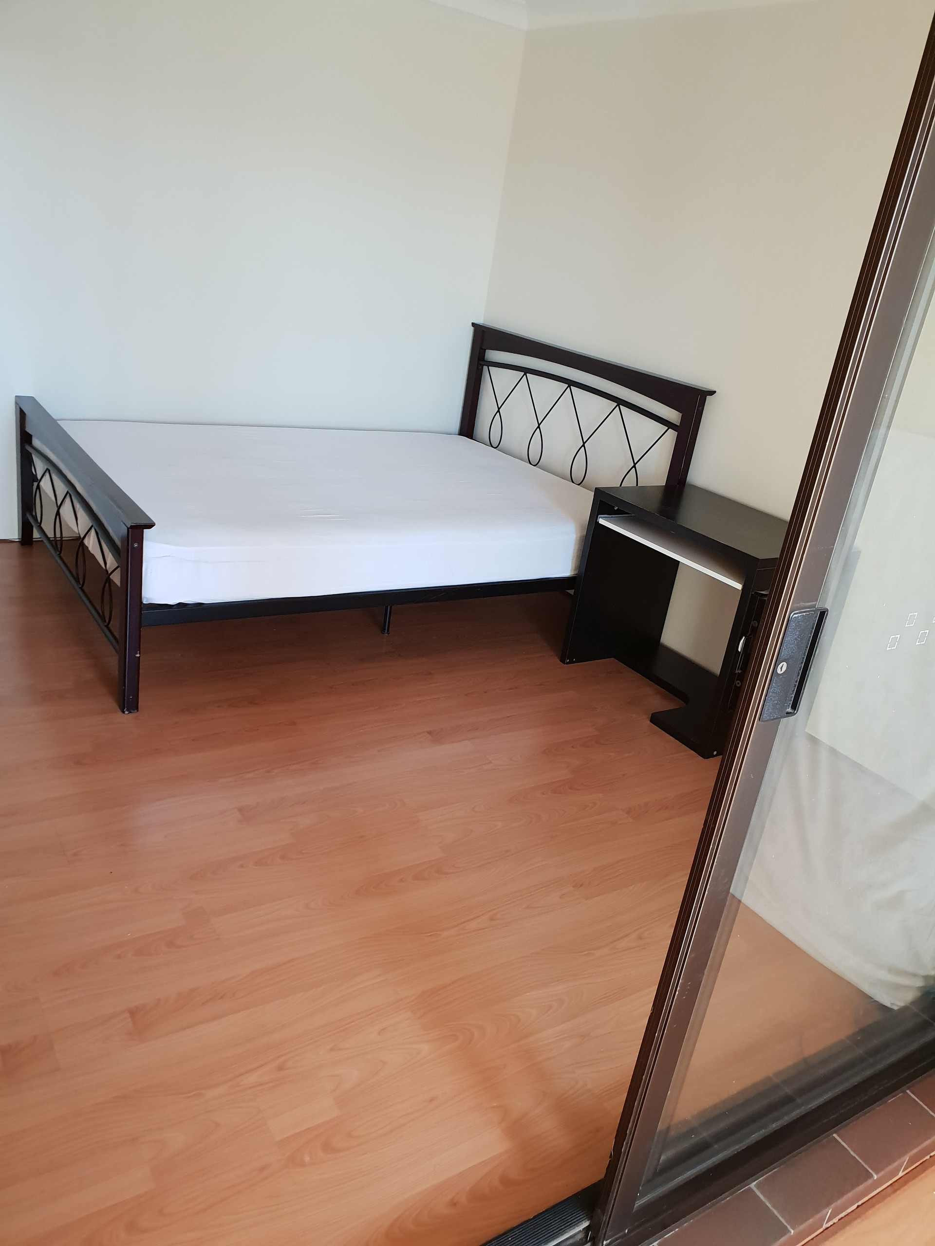 Independent Room for a female in Beverly Hills near Roselands sh