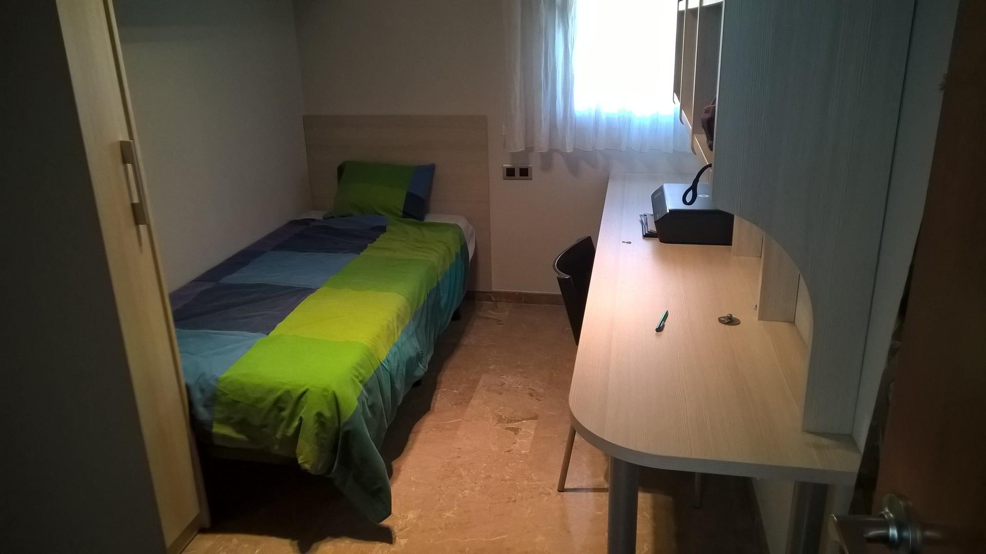 individual-room-private-bathroom-b75e879ec0b656a65a7cc8d3521f58e8