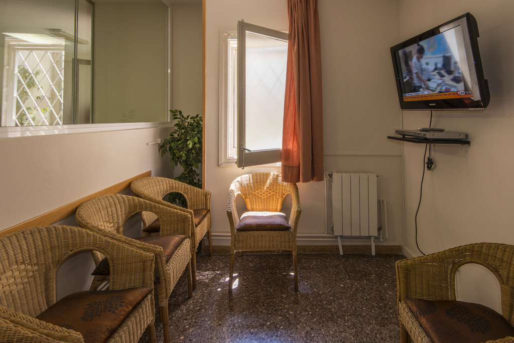Individual Room With Private Bathroom Full Board In Residencia Sants University Dorm Barcelona
