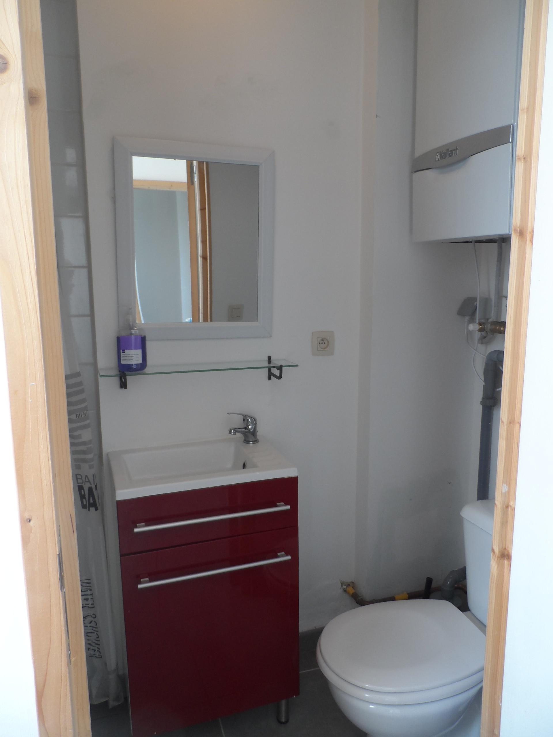 jolie chambre avec salle de bain et wc prive location. Black Bedroom Furniture Sets. Home Design Ideas