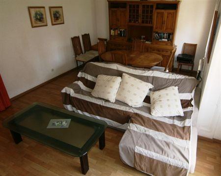 jolie chambre dans le quartier de gracia location. Black Bedroom Furniture Sets. Home Design Ideas