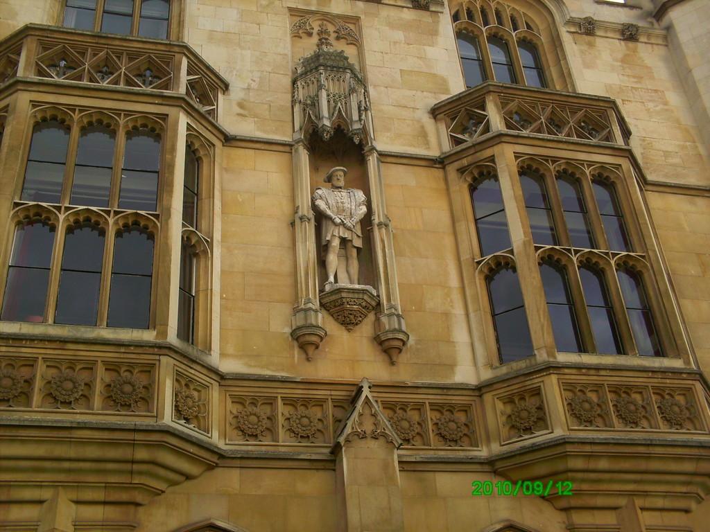 kings-college-beauty-3417e8f924a04f3f43f