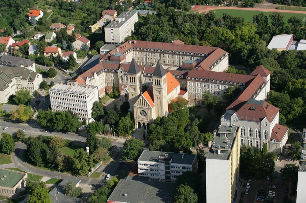 Kompletny przewodnik po uniwersytetach medycznych na Węgrzech