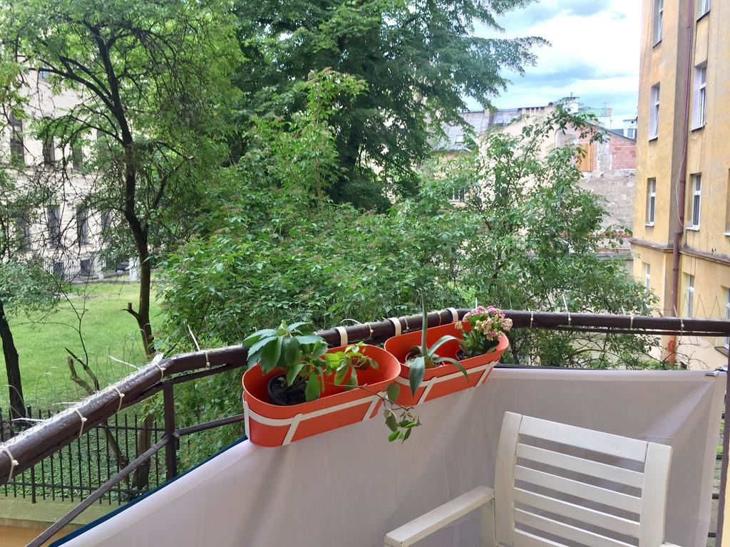 krakow-old-town-tomasza-2-rooms-4bedroom-apartment-57fa5ce8fa7db1963f30e6a9112becdc