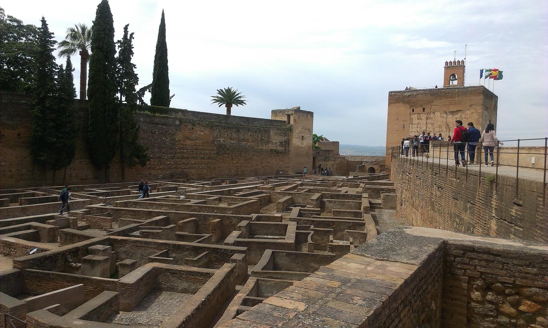 la-alhambra-cittadina-paradisiaca-071a39