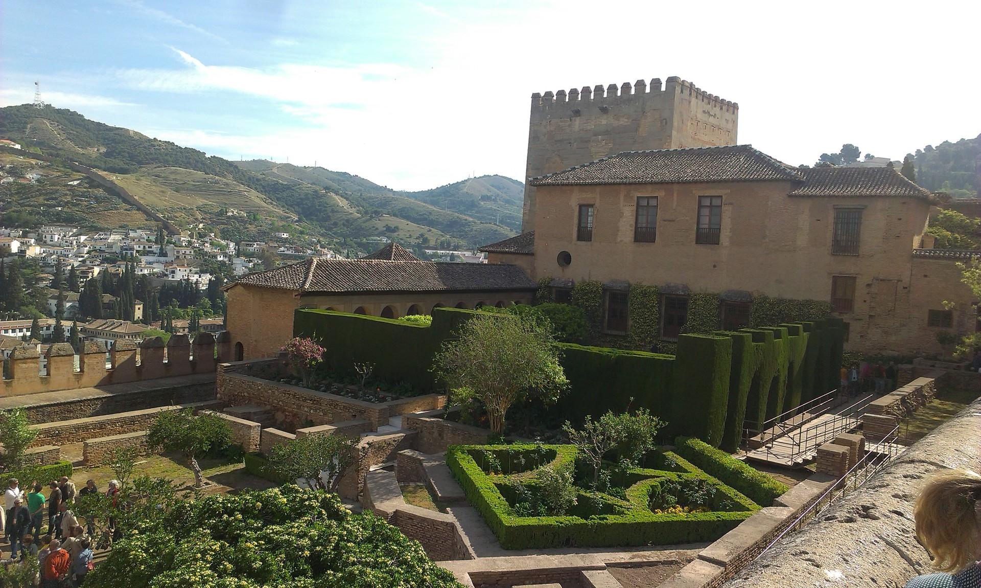 la-alhambra-cittadina-paradisiaca-5af3c2