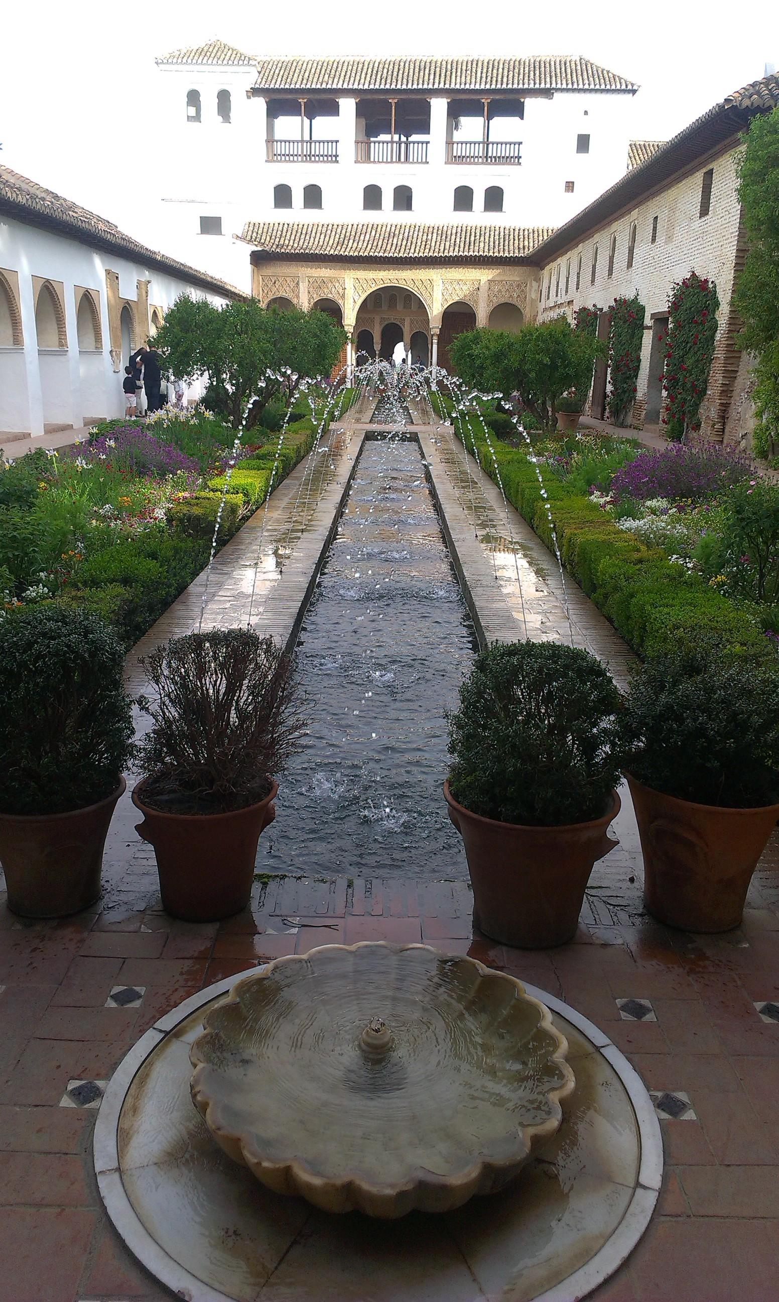 la-alhambra-cittadina-paradisiaca-ece10b