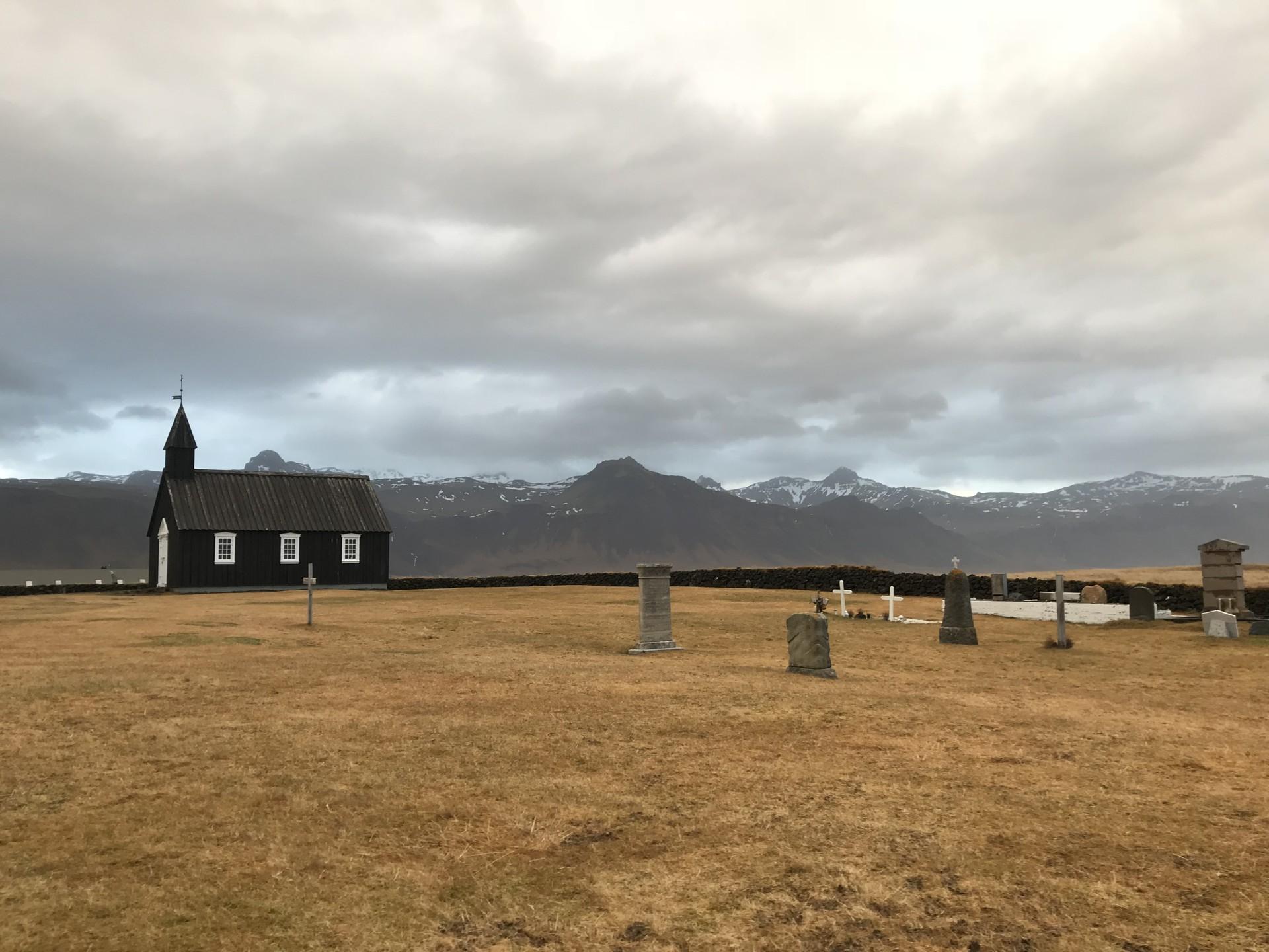 La iglesia negra de Búðir