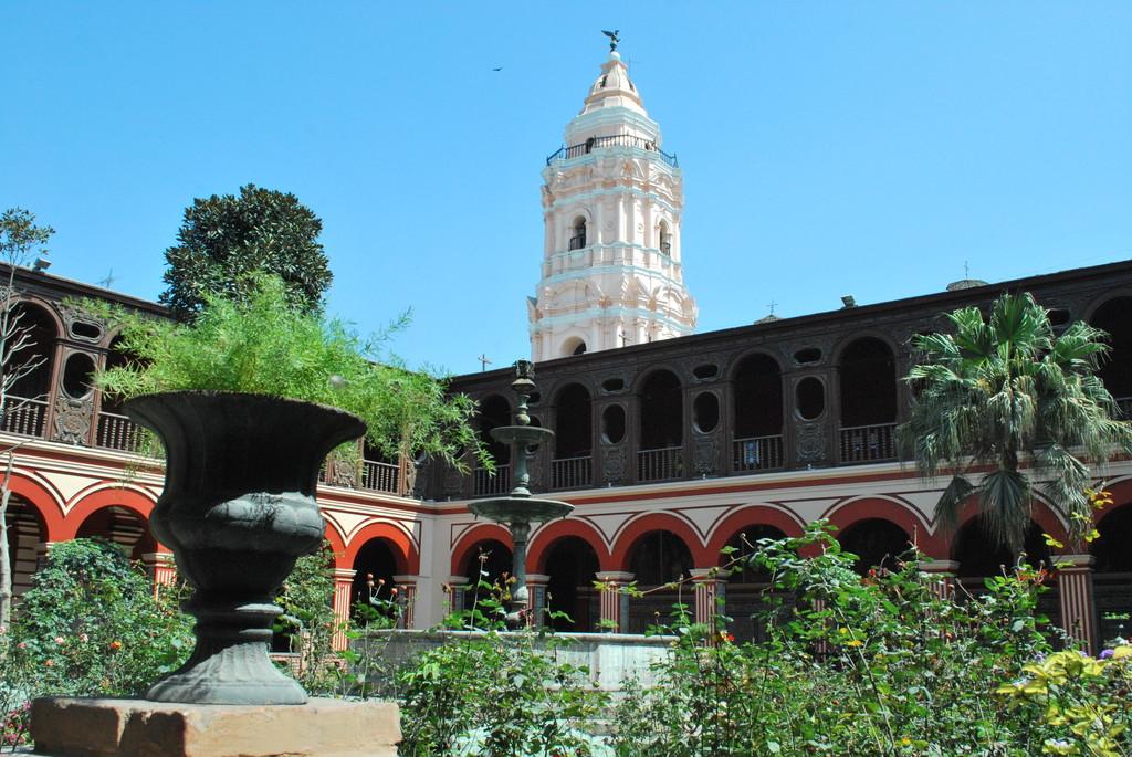 la-iglesia-tres-santos-peruanos-31d09172