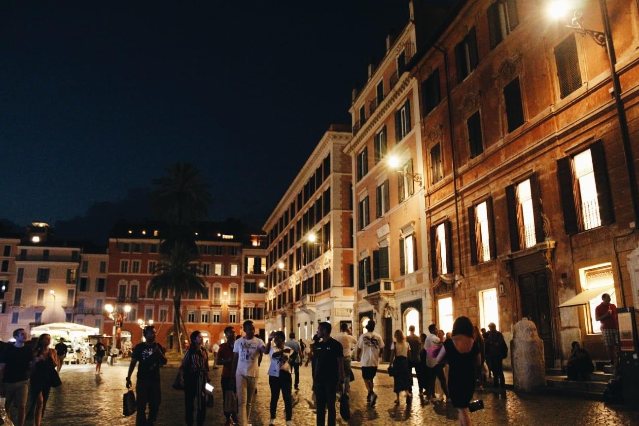 La magia delle piazze di Roma