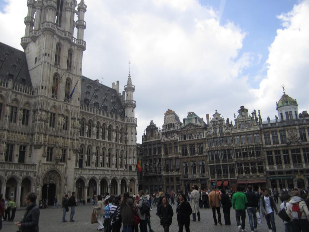 La grand place quoi voir bruxelles - Office de tourisme bruxelles grand place ...