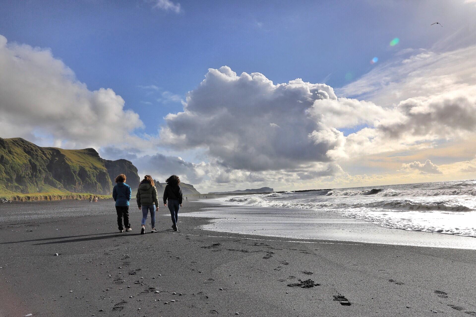 La plage noire de Reynisfjara