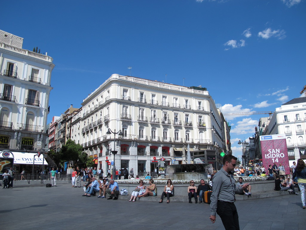puerta del sol qu ver en madrid. Black Bedroom Furniture Sets. Home Design Ideas