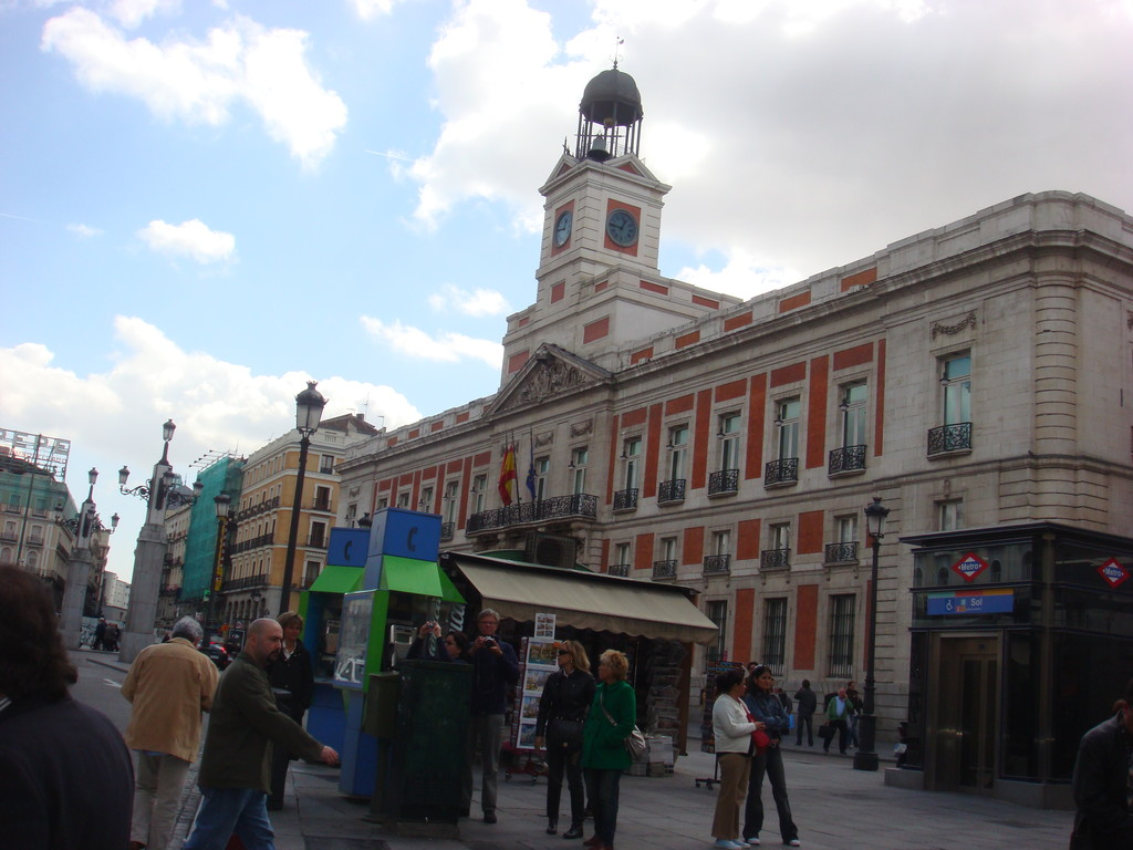 Spanish lessons in small groups in sol with fully for La puerta del sol