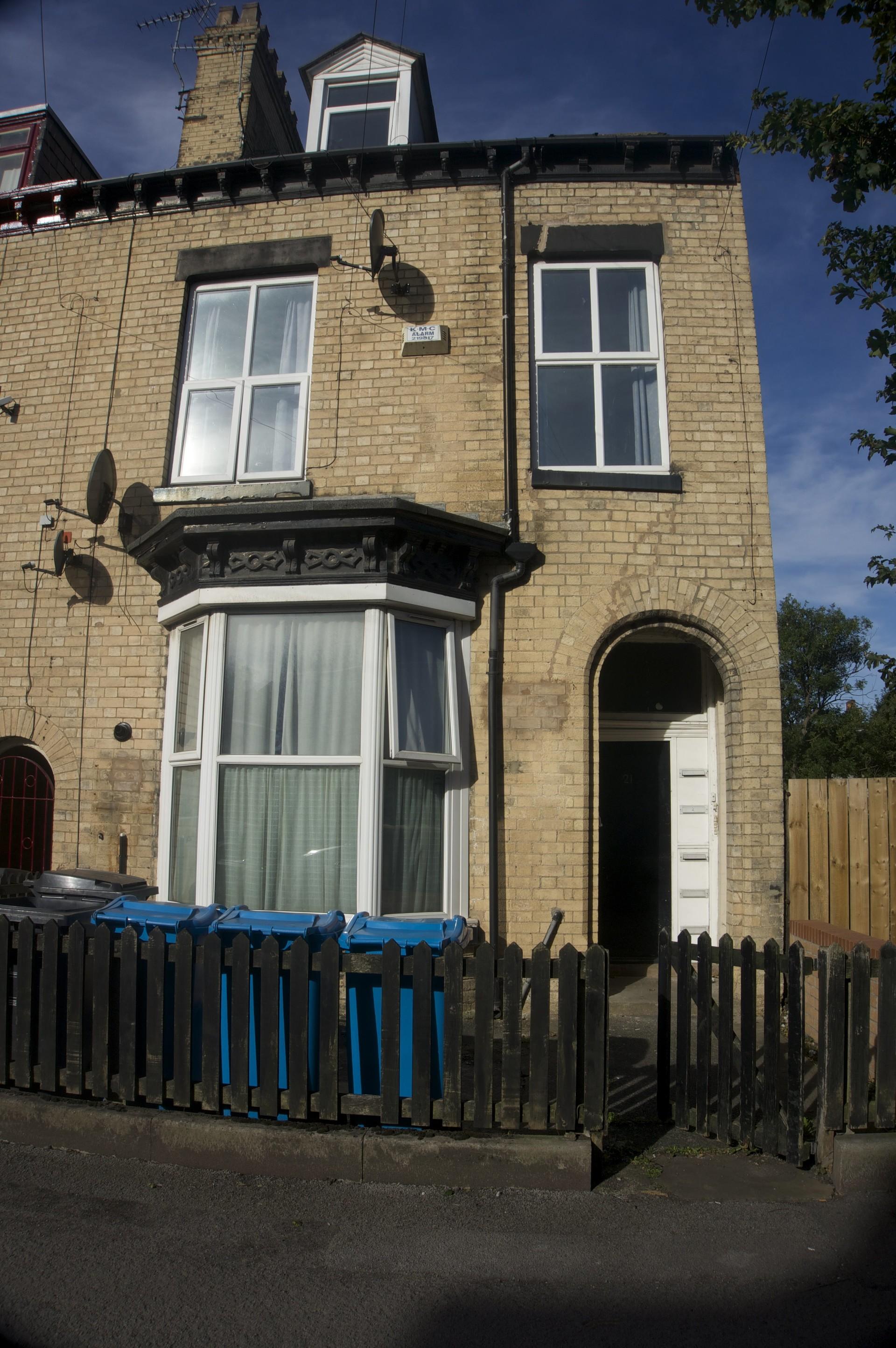 large-1-bedroom-flat-close-university-3c4dafa6bba4dc71d9e48a3b92d33924