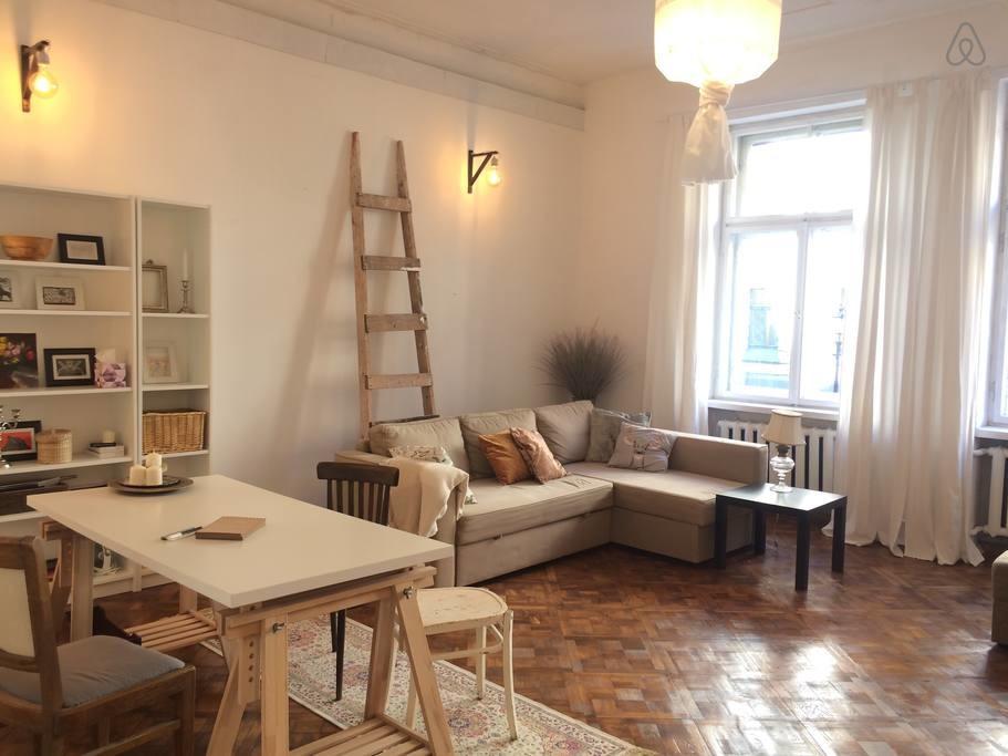 large-3-br-apartment-art-nouveau-district-93beb9316a8258abd49822473d19e7b6