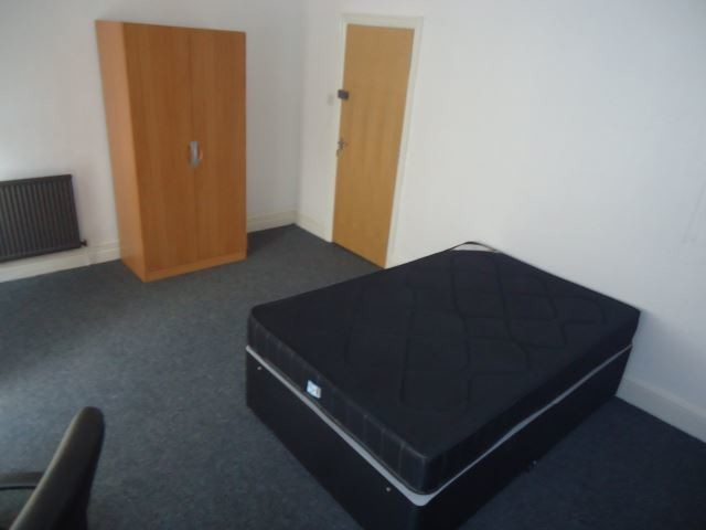 Large 4 Bedroom House Located Down The Safest Street In Hull