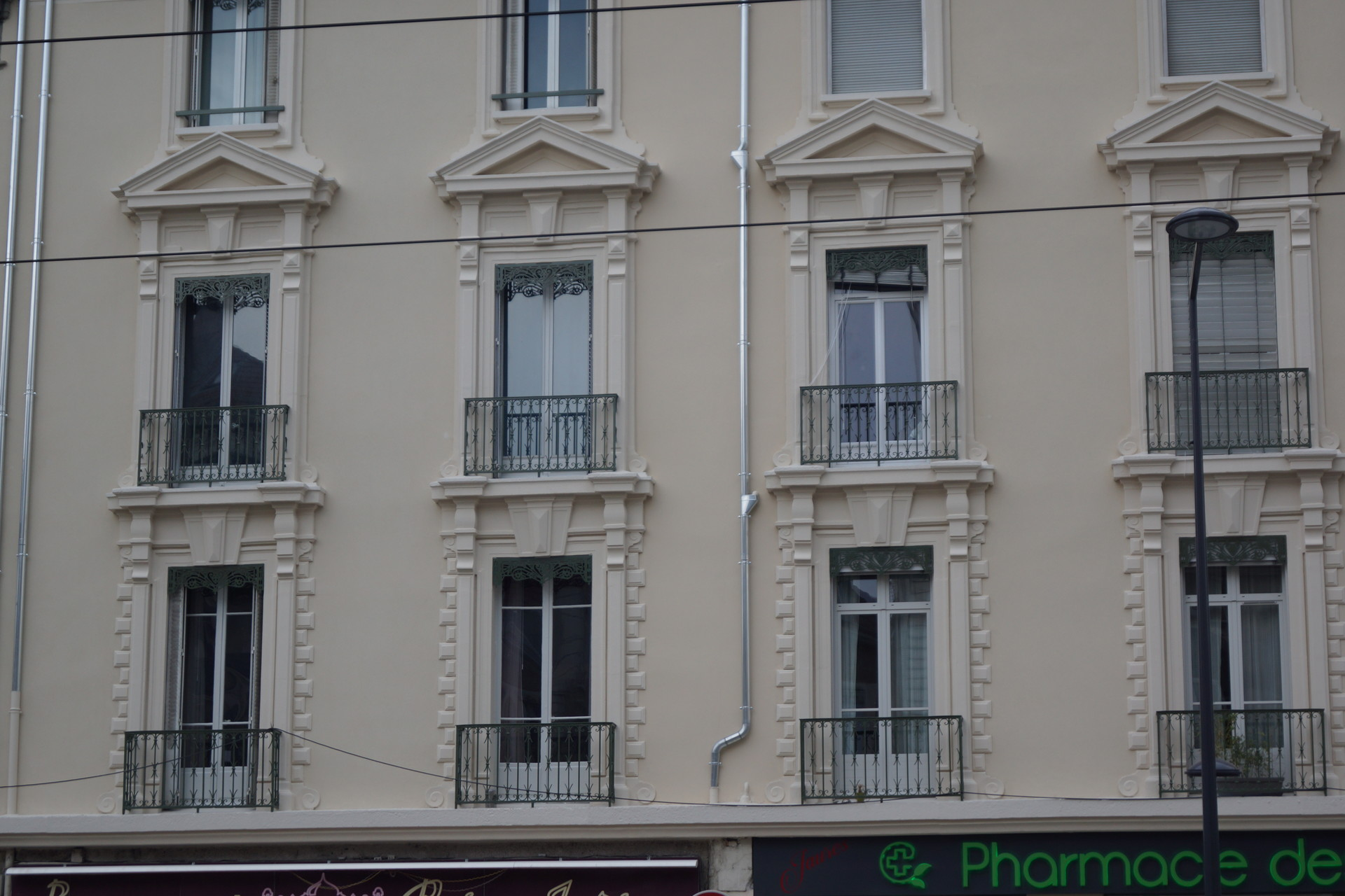 large-and-sunny-appartment-in-central-grenoble-near-all-transports-and-accomodations-422d5a598401203d03be330a2769884c