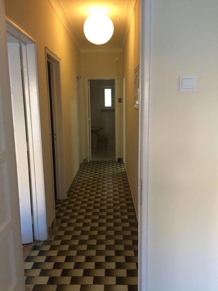 large and sunny bedroom in calm Damaia, Lisbon (Female only)