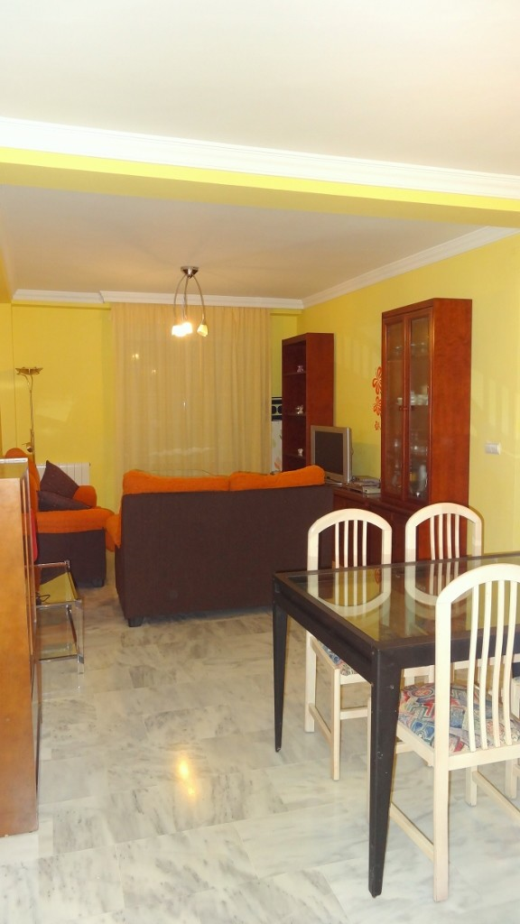 Large and sunny room in Granada