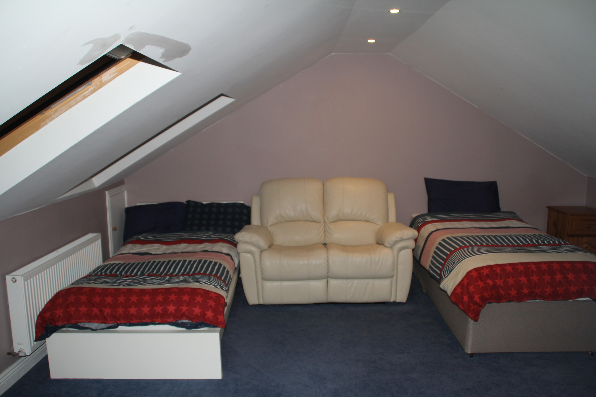 Large Attic Apartment In Dublin Near Airport, 3 Single Beds, ...