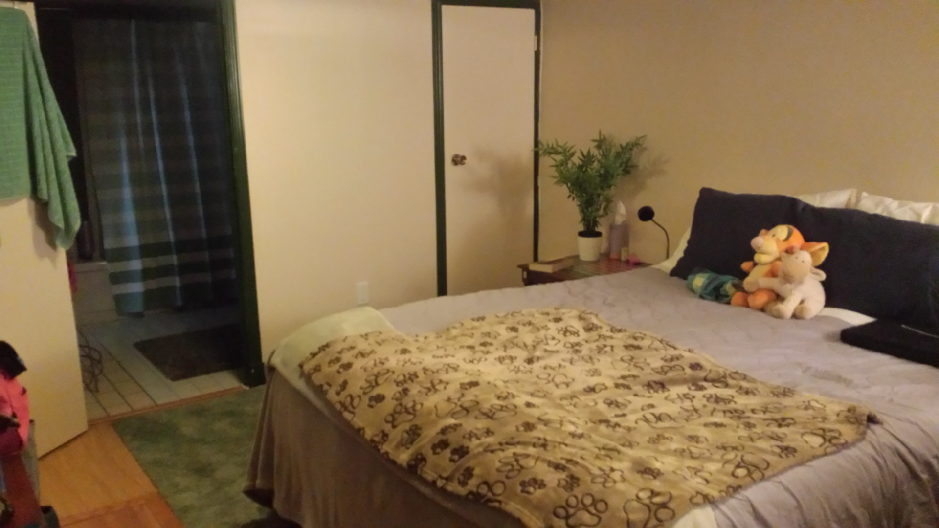 0c9f2f633c6 Large Bedroom Available in Renovated Cozy Basement Suite. Great deal ...