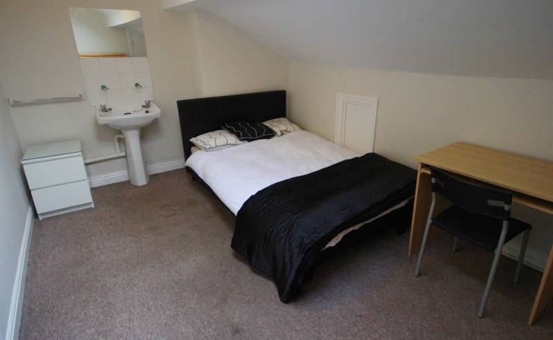 Large Bedrooms To Rent - Short Term