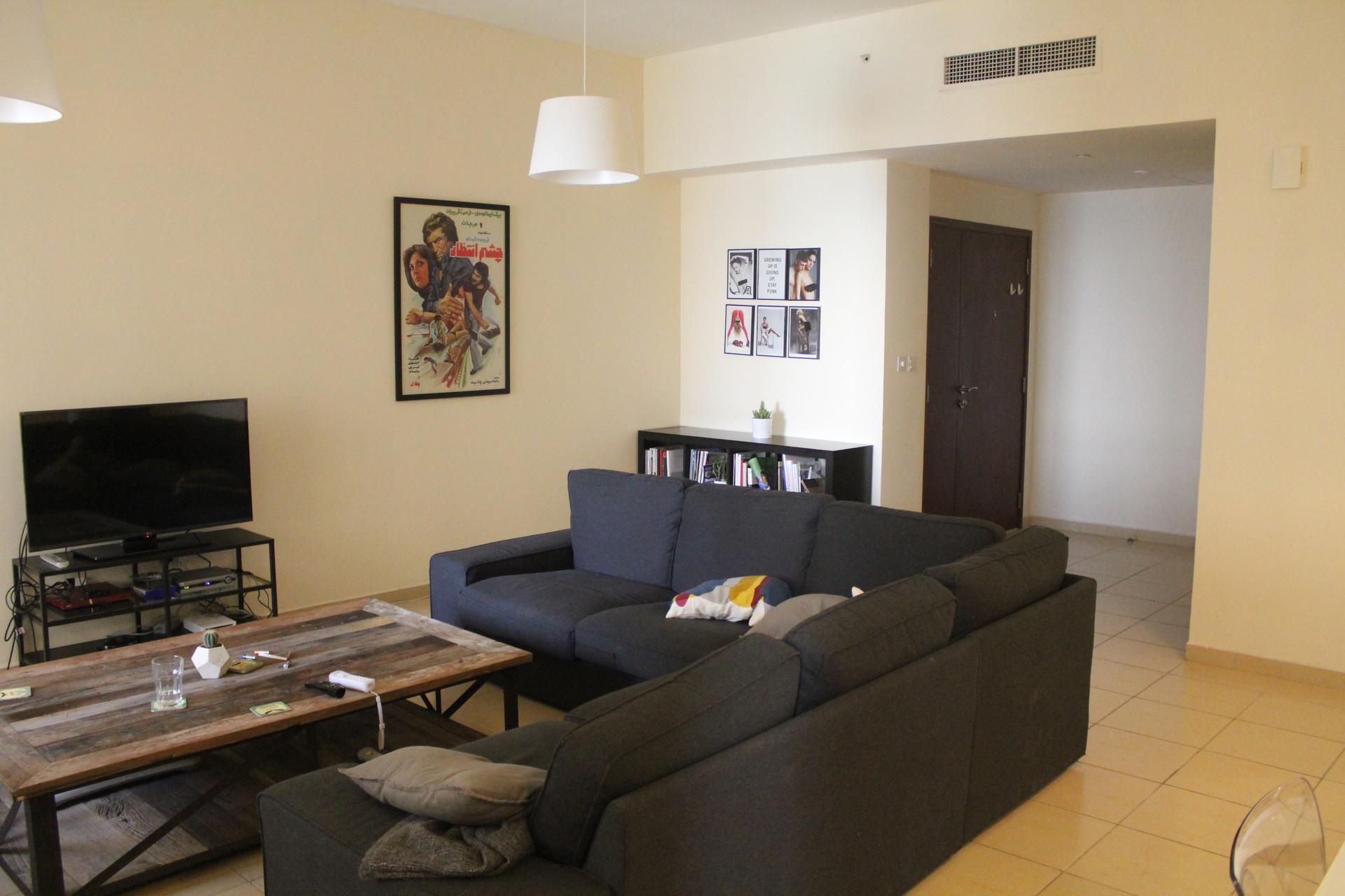 large-bright-beachfront-apartment-dubai-