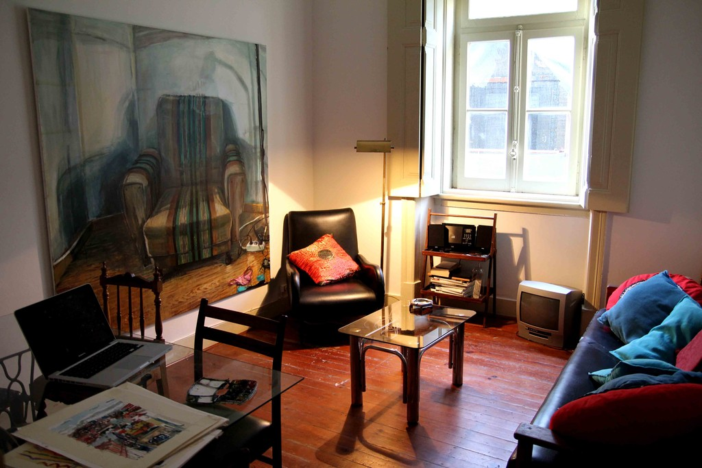 Cozy Room large and cozy room in historical location (m.moniz) - 300€ | room