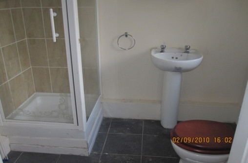 large double room available just over 1 mile to city center and