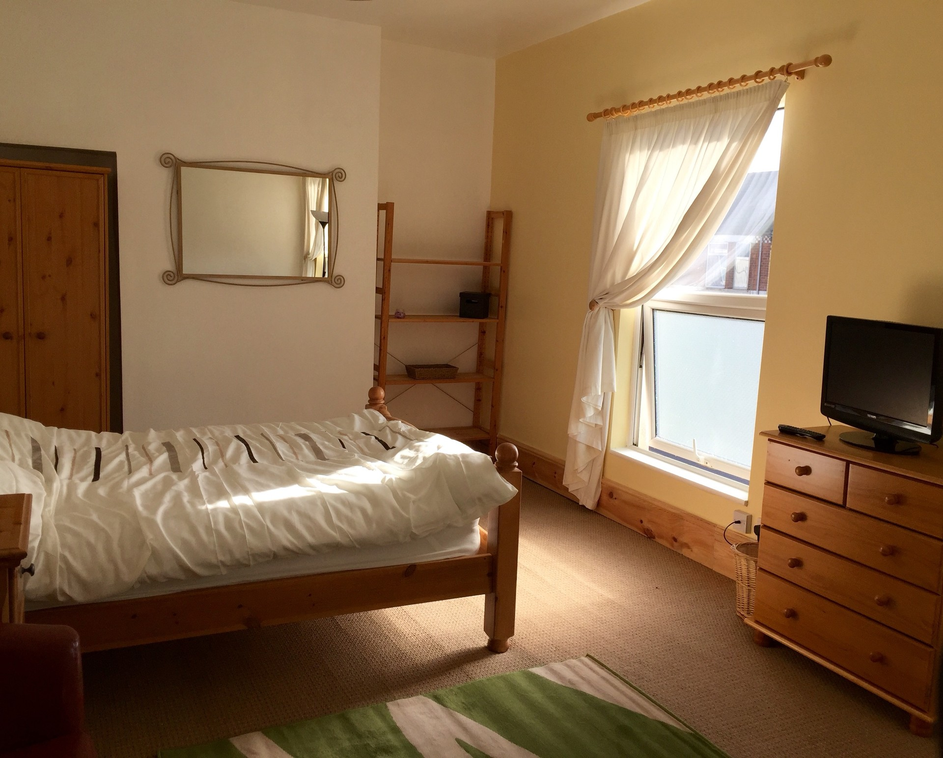 Large Double room available in Newly Refurbished House