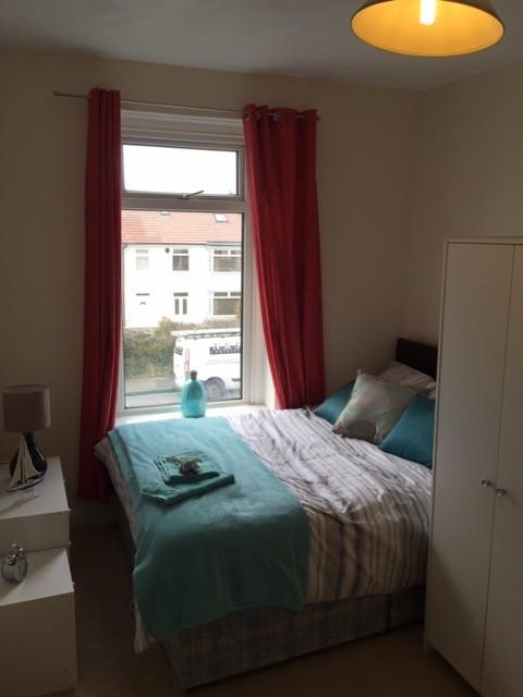 Large Double room in Kingswood