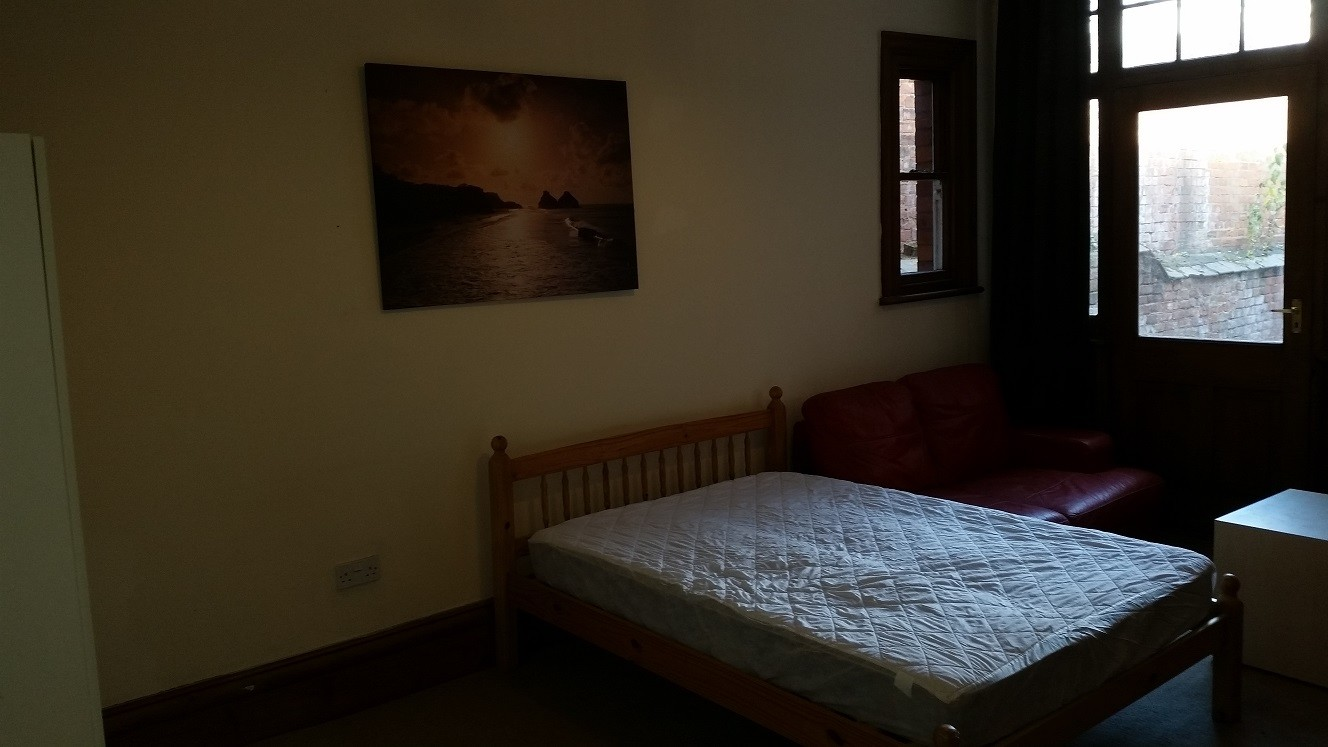 large double rooms in a beautiful house close to hull university - Beautiful House Rooms