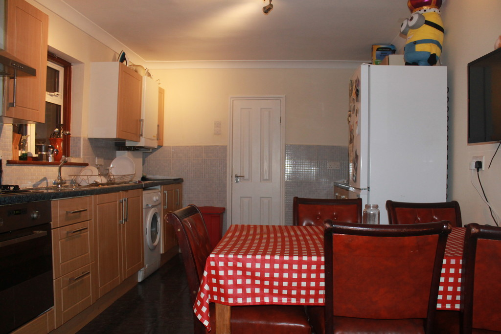 large-room-available-couple-east-london-