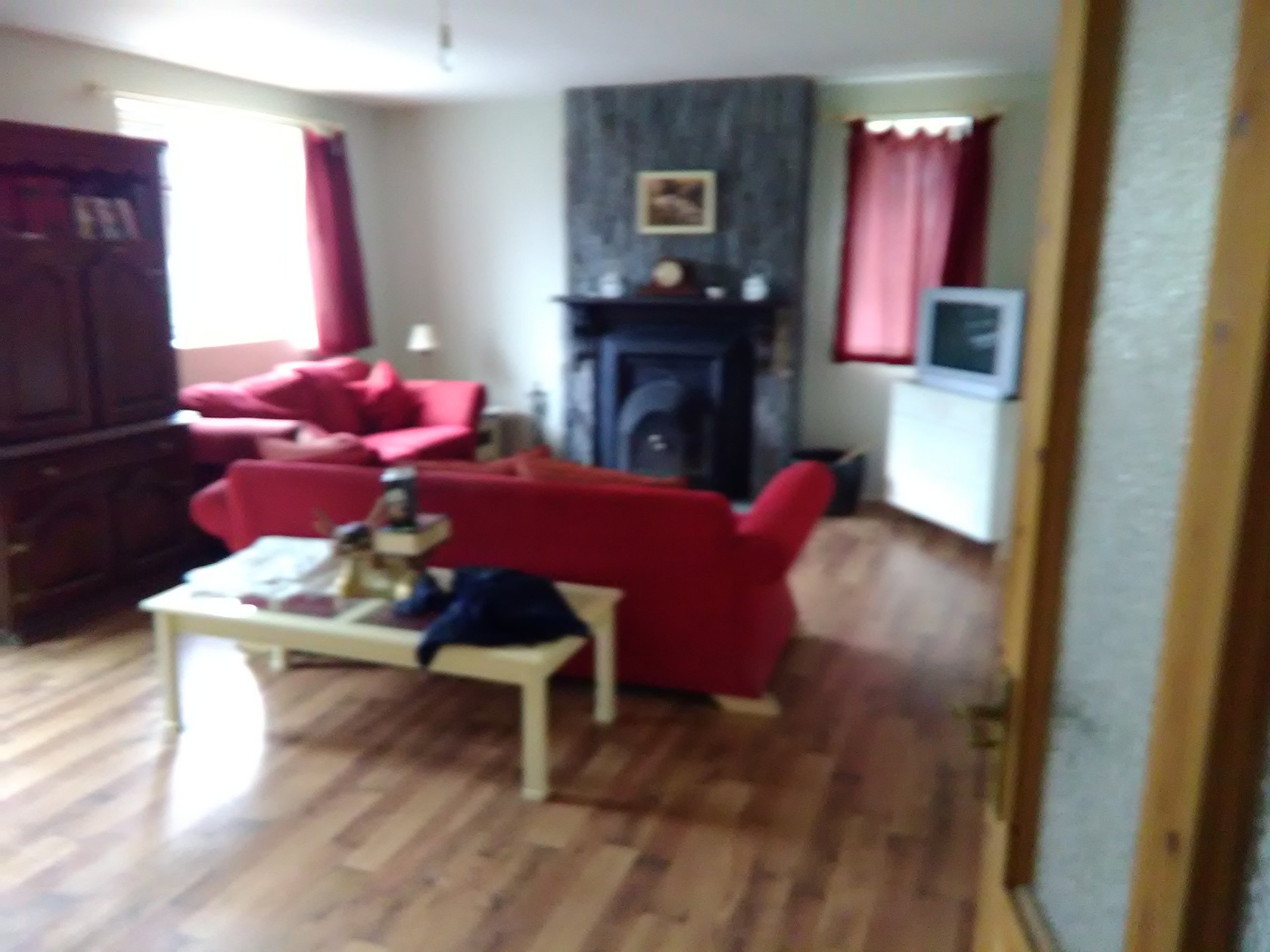 Large single bedroom available in very large house