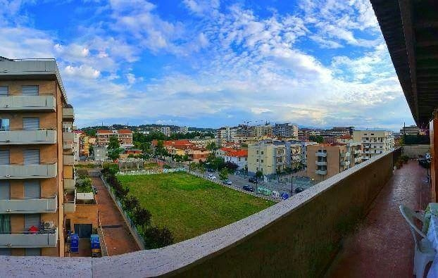 large-single-room-stunning-views-100-meters-university-d39613103142a3ee1a9bc100a12956c6