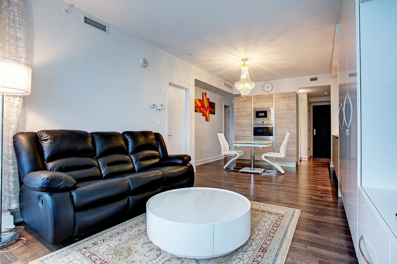 Large And Sunny Apartment For Rent In The Heart Of Central Montreal
