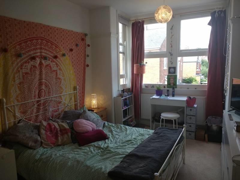 large-sunny-double-room-victorian-terrace-73e8f7b16295d42aa5bb723f28d9cb88