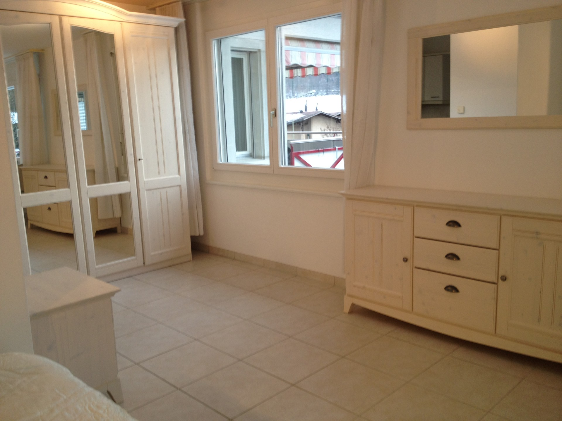 large, sunny and quite 2,5 rooms furnished apartment near Zurich