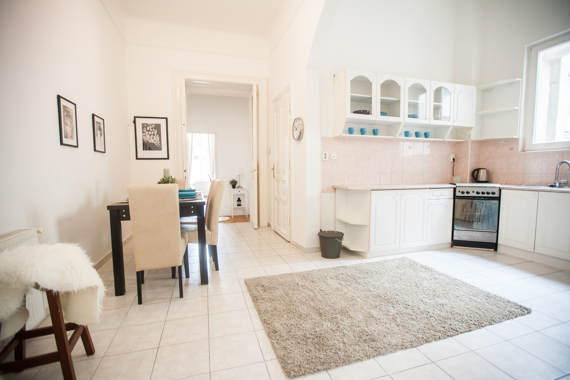 Last minute price!!!!! For this week ! Large and sunny room in the ...