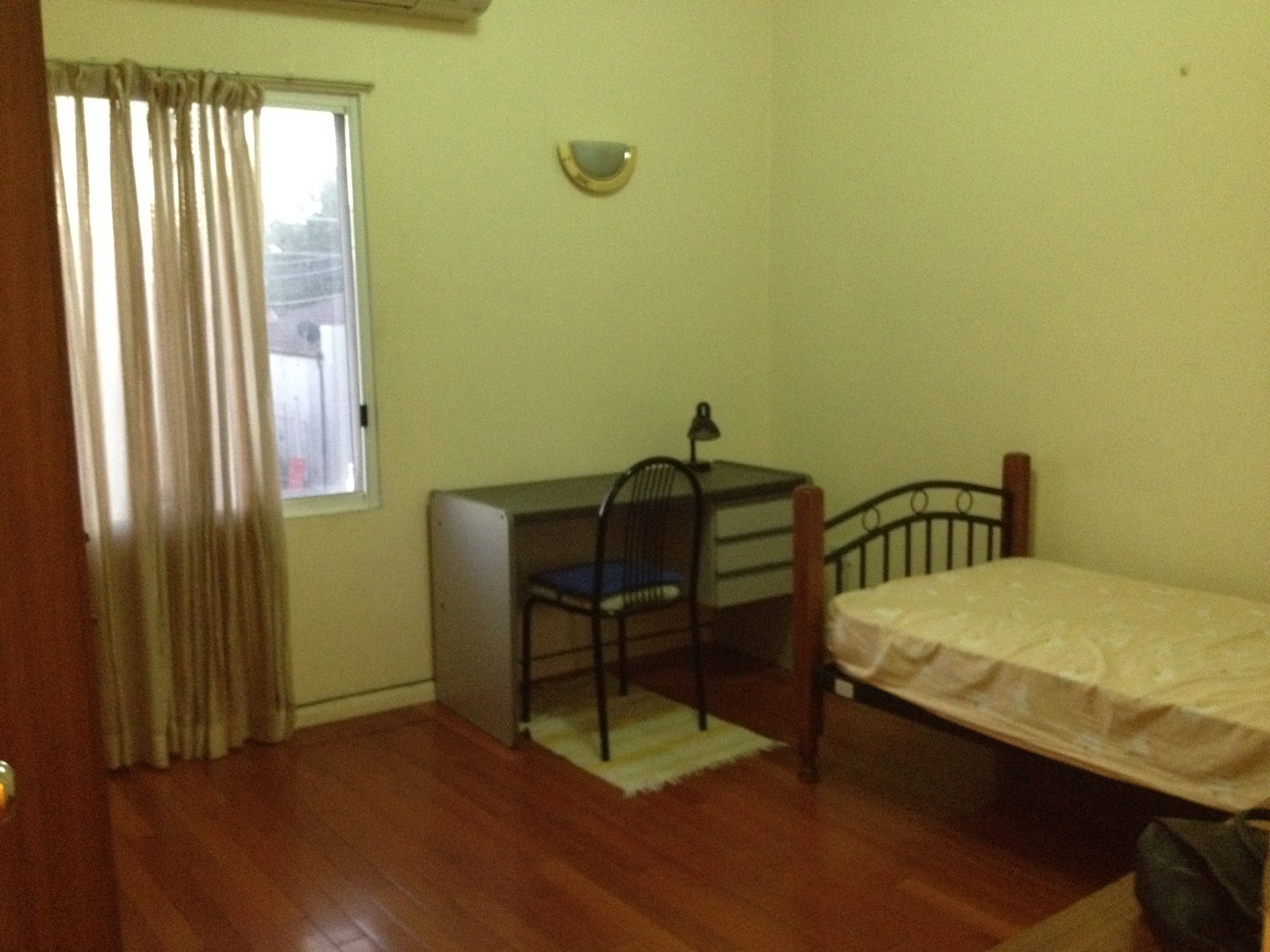 large-sunny-room-for-rent-sydney-4214f98c40187bf112d9e5ce59658432
