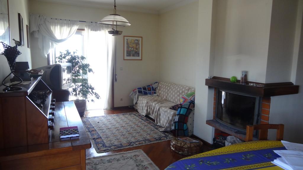 large-sunny-room-near-porto-adc84b3ff74374e1d3c34c51861d2b34