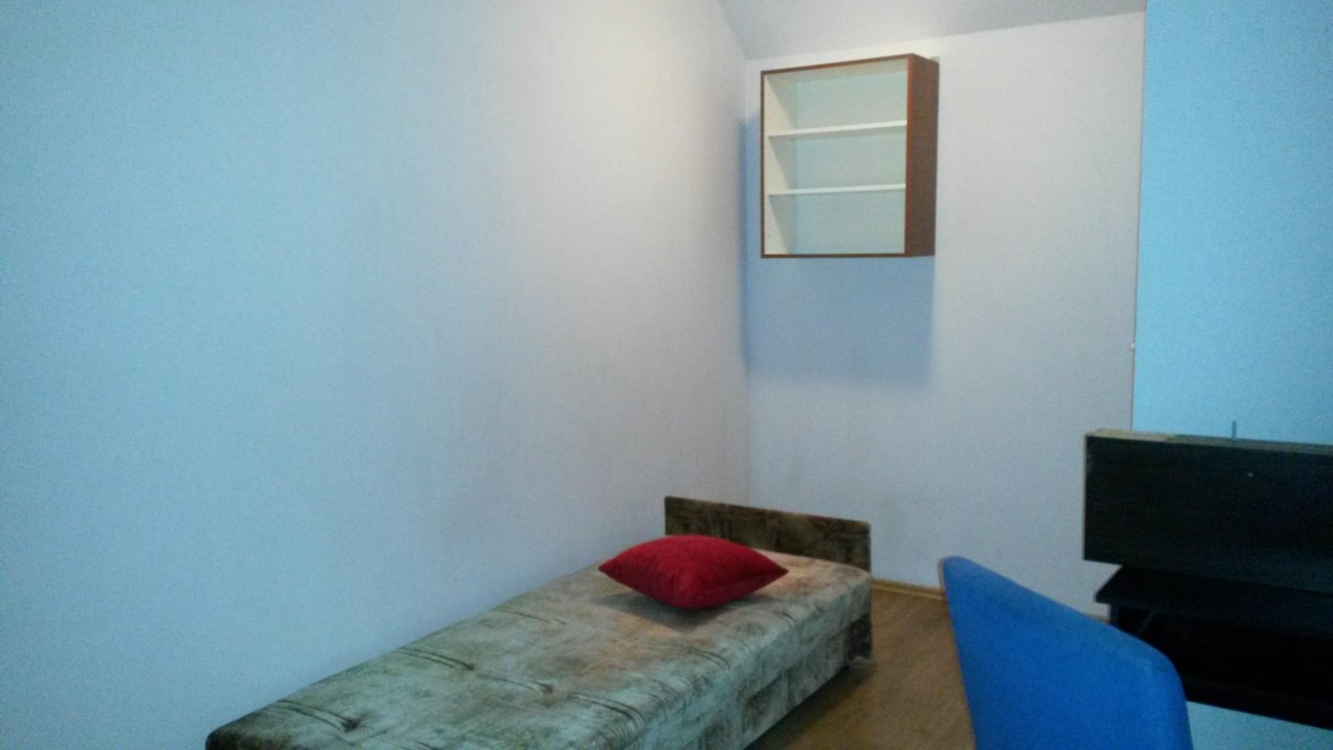 large-sunny-room-ready-1-april-27-march-available-c58b4ea633e71f881e2500dc732fed2f