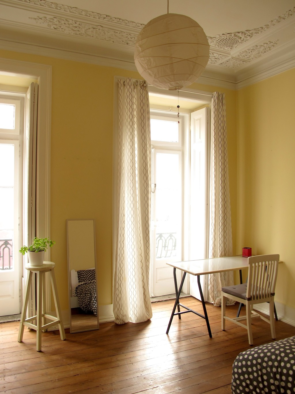 walk in water_Large and Sunny Room. HEART OF LISBON! BAIRRO ALTO! | Room for rent Lisbon