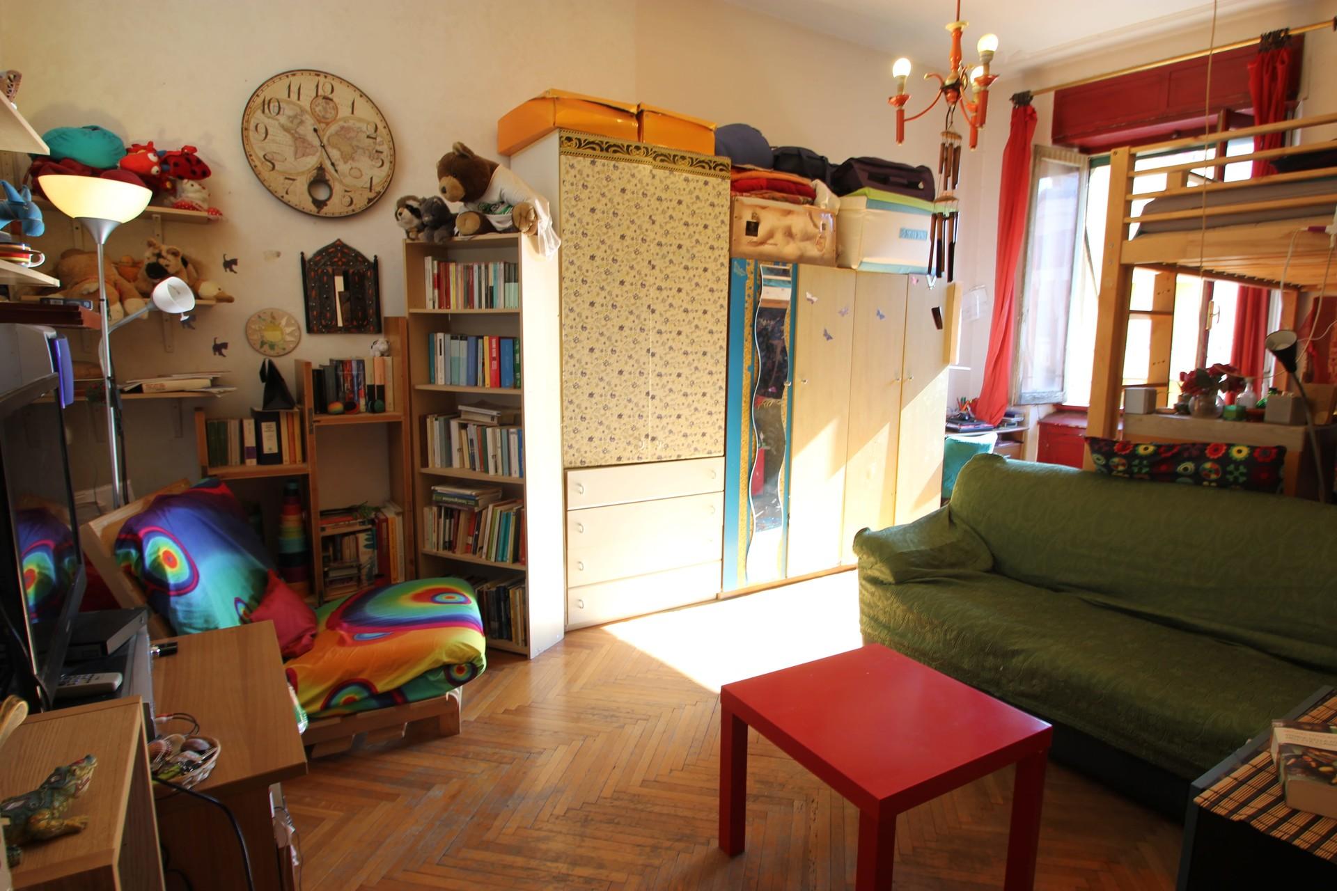 large-sunny-rooms-rome-near-metro-san-giovanni-02d762f6067fdd553d7babf67d6549a1