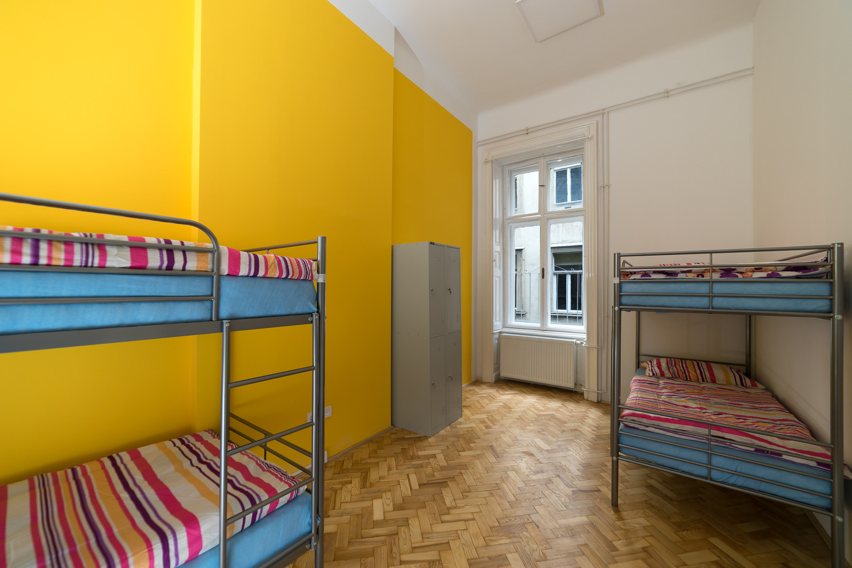 10 Discount Until The 15th Of February 2021 Bed In 4 People Shared Room For Students Only Females Budapest City Center Room For Rent Budapest