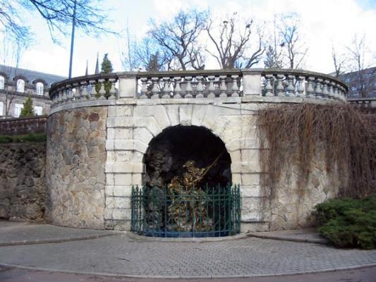 le-boulevard-desaix-fontaine-roi-eaux-ef