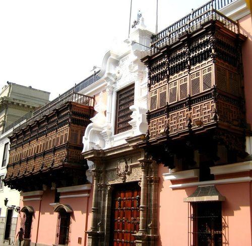 Le case coloniali che si possono vedere nel centro di Lima. Respiriamo la loro storia!