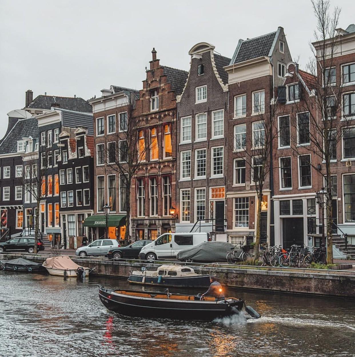 le-dancing-houses-amsterdam-11de2fba87b1