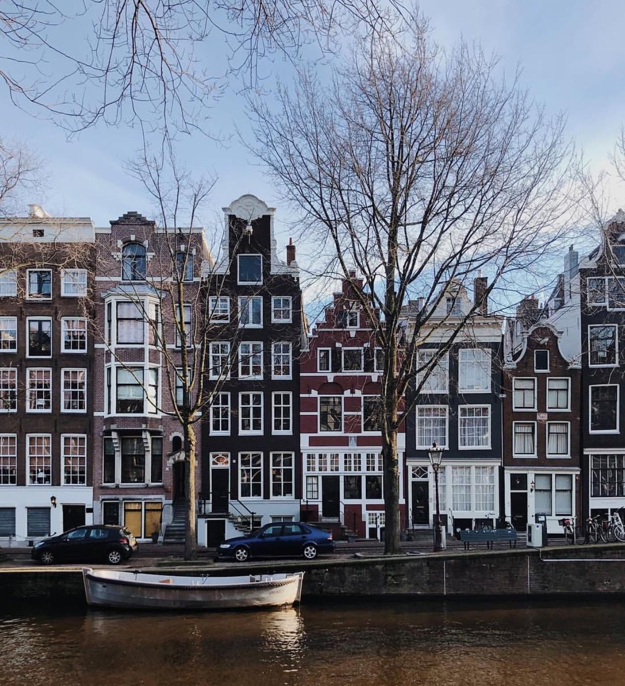 le-dancing-houses-amsterdam-928fd8ca04ad